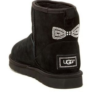 UGG Classic Suede Lined Mini Crystal Bow B